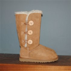 UGG Bailey Button Triplet CHESTNUT £200.00